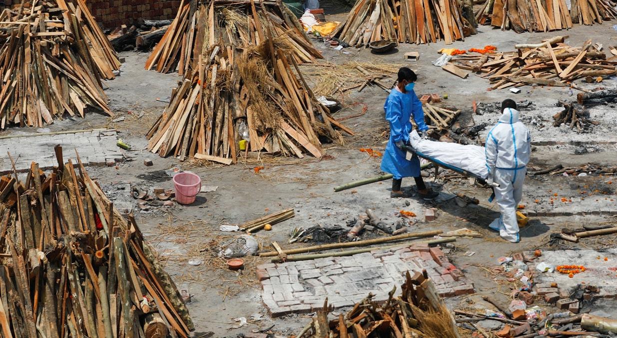 Nova Deli. Transporte de corpo para cremação | Adnan Abidi - Reuters