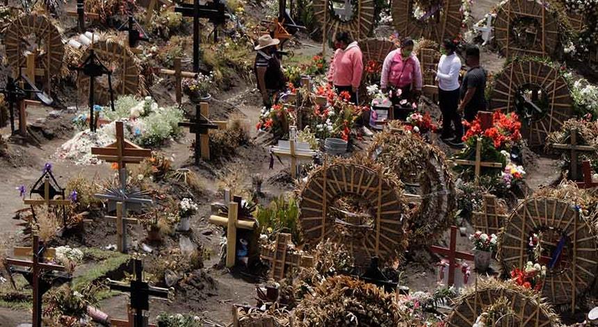Os mexicanos continuam a dizer o último adeus às suas vítimas