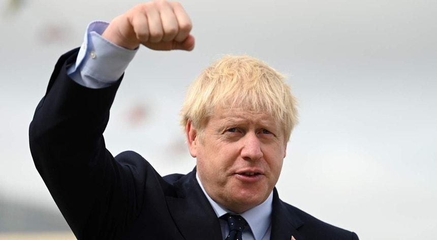 Primeiro-ministro britânico tem hoje encontros marcados com responsáveis da União Europeia para avançar nas negociações sobre o Brexit