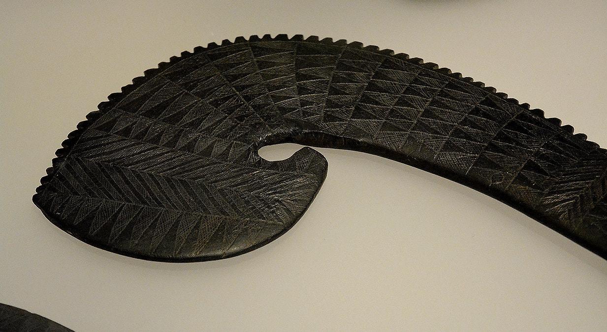 Báculo decorado, xisto, 3600-2500 a.C., Anta da Herdade das Antas, Montemor-o-Novo   Carla Quirino - RTP