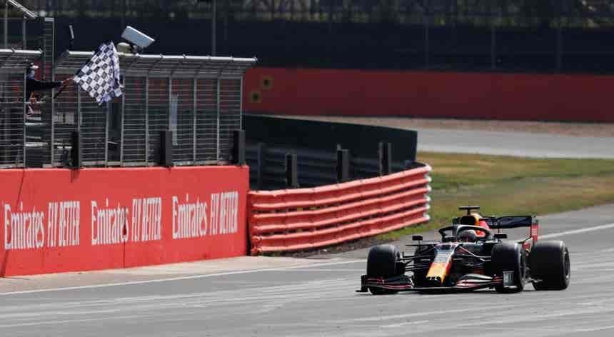 Max Verstappen bate Mercedes e vence GP do 70.º aniversário da Fórmula 1