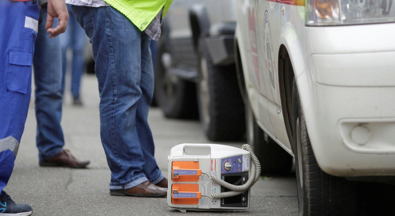 Novos condutores, alunos e forças de segurança devem estar formados para usar desfibrilhadores