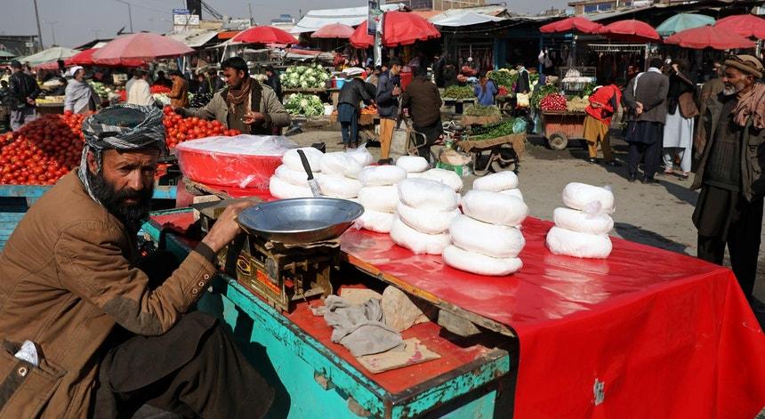 Um mercado em Cabul, capital do Afeganistão, em 22 de fevereiro de 2020, início de sete dias de tréguas acordados entre Taliban e EUA
