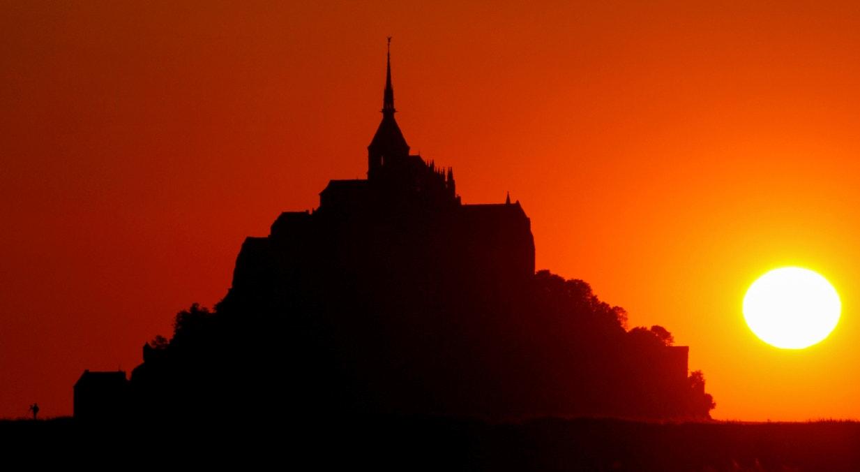 França, pôr do sol em junho, Monte de St. Michel, Normandia | Pascal Rossignol - Reuters