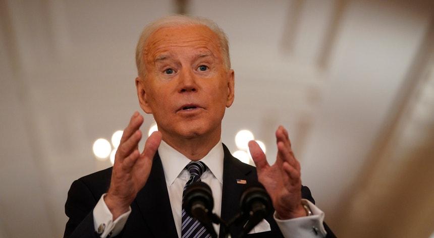 Joe Biden exige que as práticas policiais sejam punidas com justiça