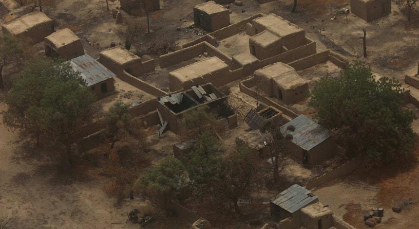 Casas ardidas em Damasak, Borno. Nigéria, 2017