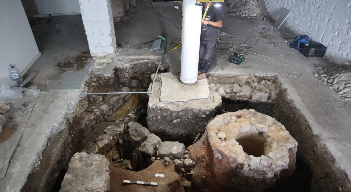 Cloaca romana, encontrada no subsolo da área afetada que irá receber um projeto de restauração | Era-Arqueologa