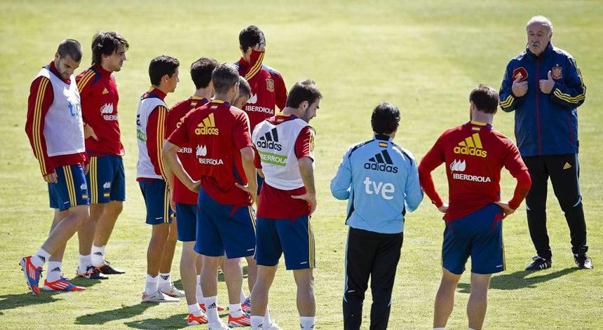 b7143c58f7 Javi Garcia fora dos convocados de Espanha para Euro2012 - Euro 2012 ...