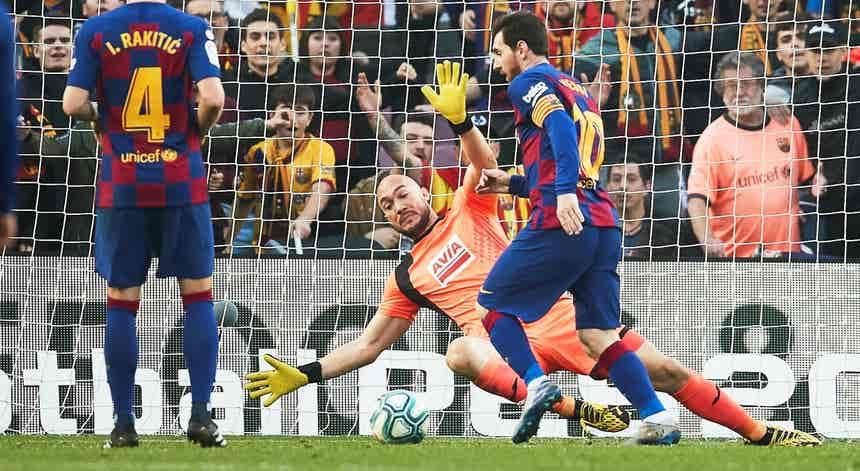 Messi marca quatro e embala FC Barcelona para o topo da Liga espanhola