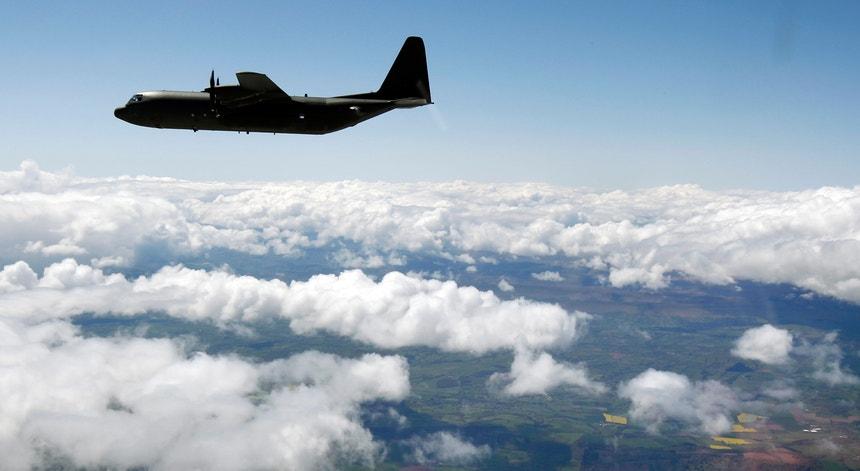 O Lockheed C-130 Hércules é um avião de transporte utilizado por diferentes forças armadas em todo o mundo
