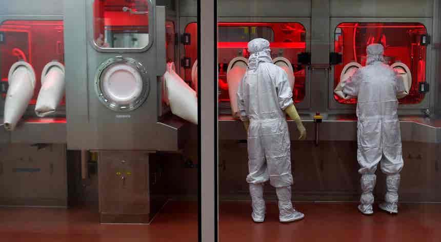 Cientistas defendem. Fuga de vírus de laboratório não pode ainda ser descartada