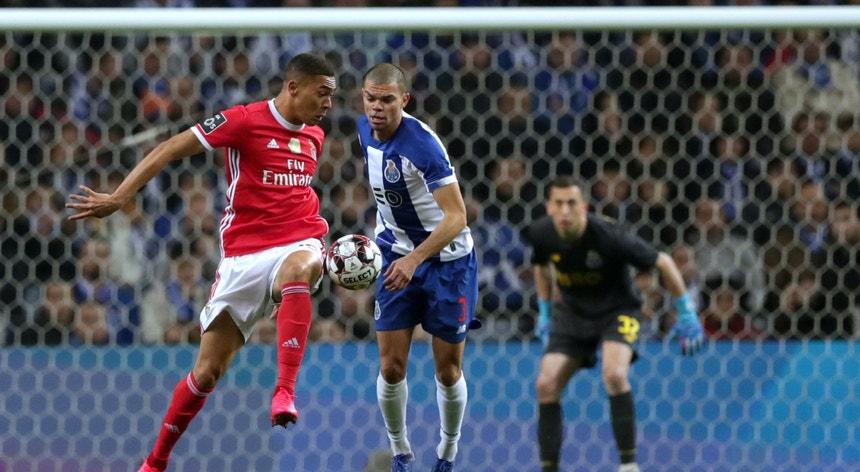 Benfica e FC Porto, uma das equipas, fecha a época a ganhar um troféu