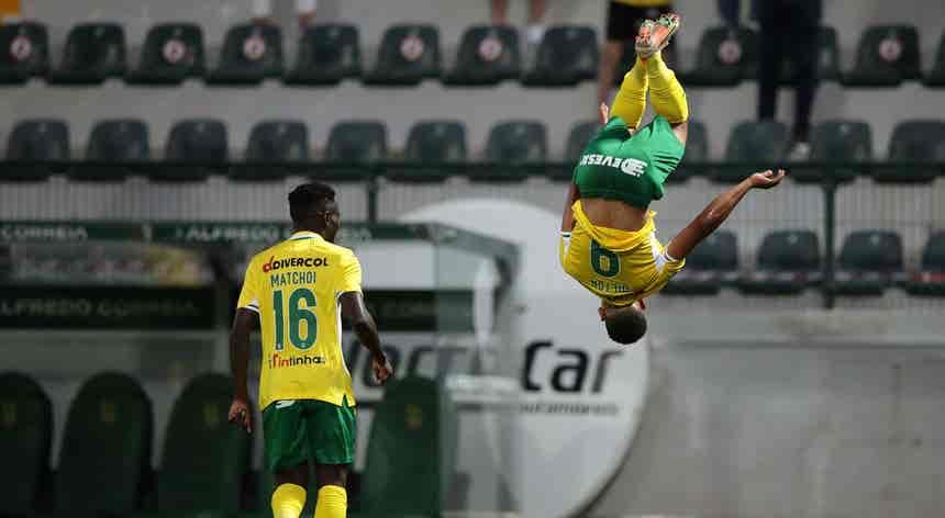Paços de Ferreira goleia Larne e dá passo importante rumo ao `play-off`