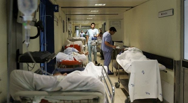 Maioria dos hospitais do SNS aponta barreiras a processo de compra de medicamentos - RTP