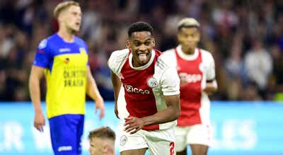 Ajax mantém pé no `acelerador` e `atropela` Cambuur