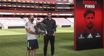 Avançado do Benfica Rodrigo Pinho operado a rotura de ligamento cruzado