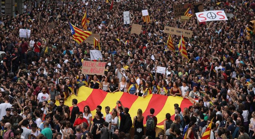 Protesto em frente à sede regional do Partido Popular, em Barcelona.