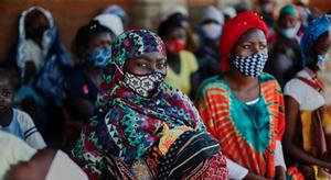 """Venda de fotos da exposição """"O princípio, o meio e o resto"""" ajudam Moçambique"""