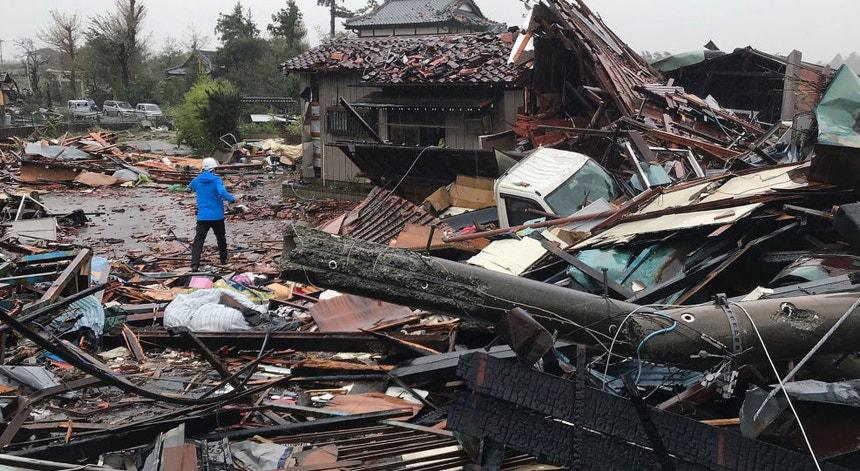 O tufão Hagibis deixou no terreno um cenário de profunda destruição