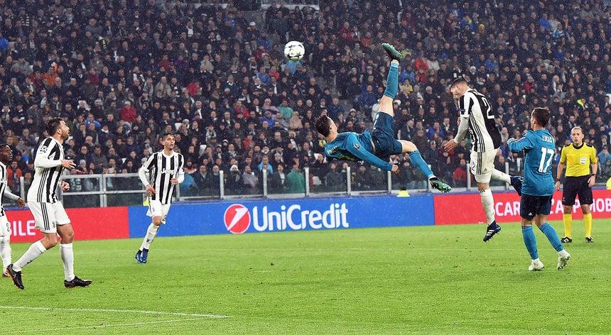 ddee475b23 O pontapé de bicicleta de Ronaldo que arrebatou Itália. E o mundo ...