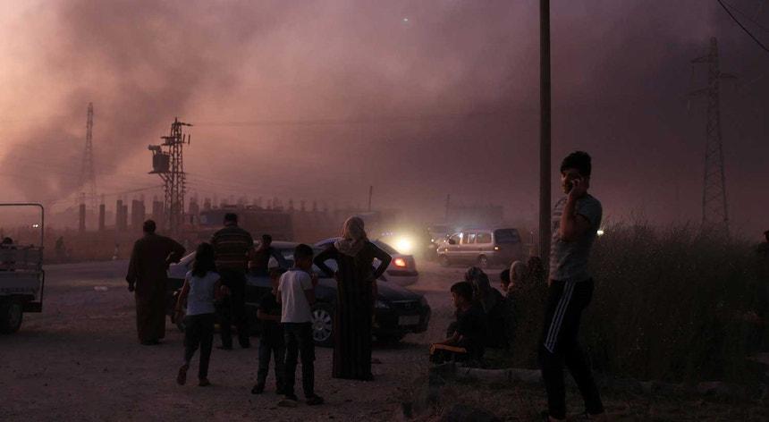 Pelo menos 15 pessoas, incluindo oito civis, foram mortas no decorrer do ataque