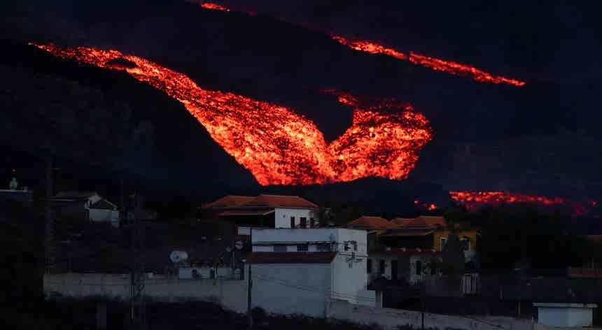 Ao 26.º dia, a erupção do vulcão Cumbre Vieja continua