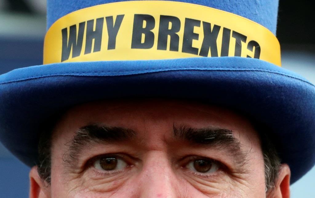 O ativista anti-Brexit  Steve Bray participa de um protesto em frente ao Parlamento Europeu em Bruxelas.  23 janeiro 2020. REUTERS/Yves Herman