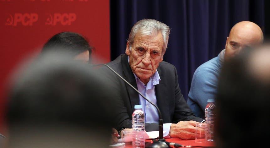 Jerónimo de Sousa diz que Governo não investe em prioridade do défice - RTP