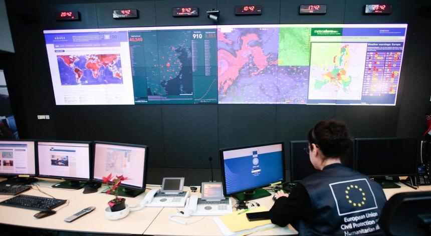 Mapa com os casos de coronavírus no centro de Coordenação de Resposta de Emergência da União Europeia, em Bruxelas