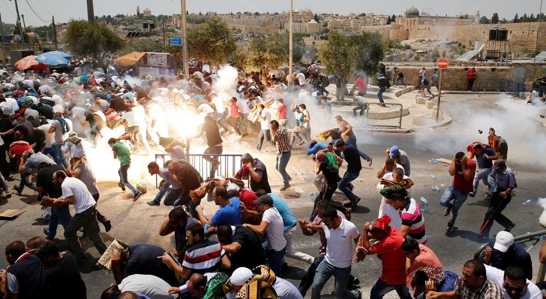Três mortos e 140 feridos durante confrontos em Israel