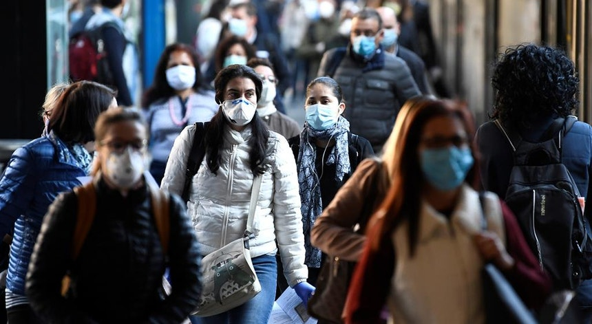 A partir desta quarta-feira é melhor habituar-se a usar máscara na rua