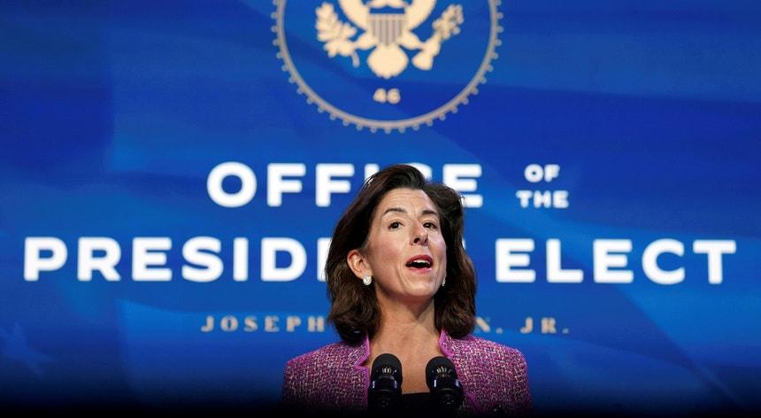 Gina Raimondo vai liderar a política comercial norte-americana