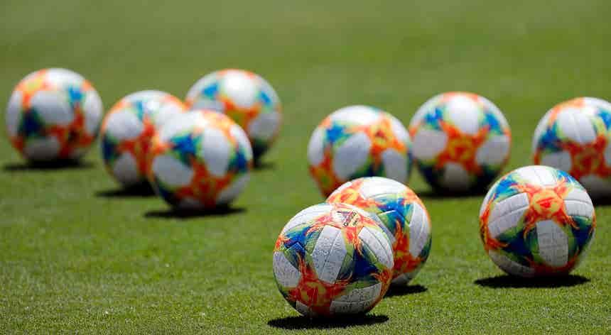 Benfica perde com Lyon nos descontos e atrasa-se na UEFA Youth League