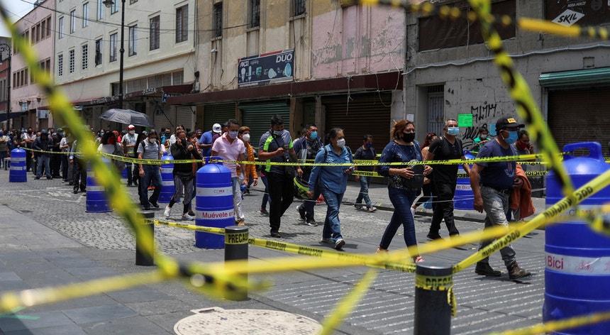 Os mexicanos continuam a enfrentar a pandemia com aparente serenidade