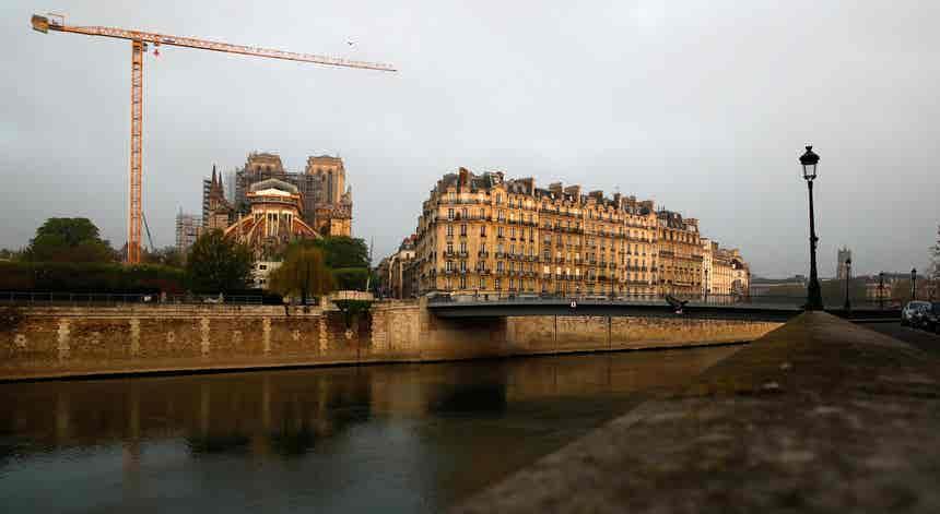 Covid-19. PIB francês cai seis por cento e país entra em recessão