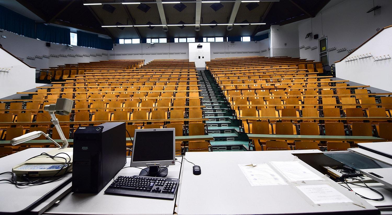 Universidades, cinemas, escolas fecharam por ordem do Governo italiano. /Massimo Pinca - Reuters