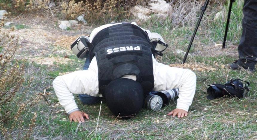 Palestina, Nablus - Jornalista também reza. Neste caso um camarada muçulmano.