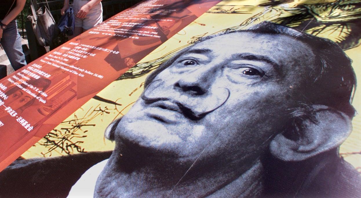 Bigode de Salvador Dalí continua a apontar para as dez horas e dez