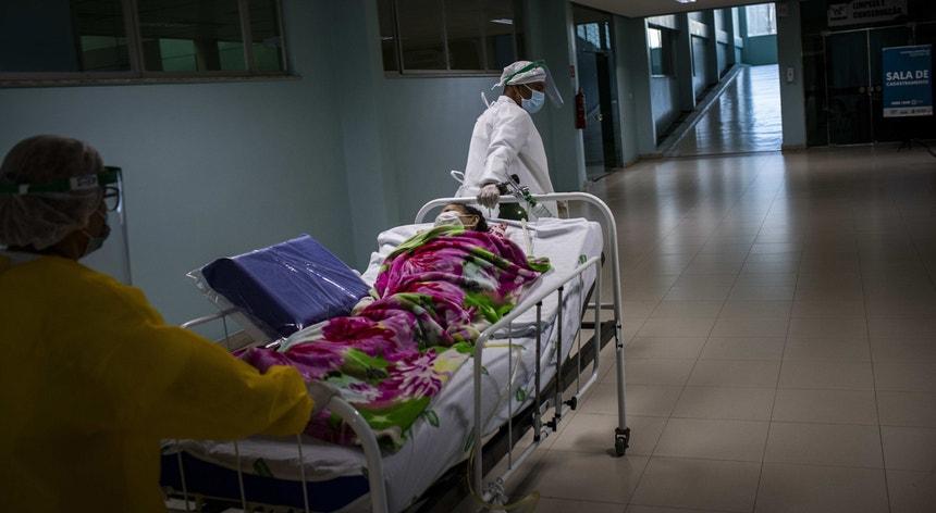 Os profissionais de saúde no Brasil continuam numa luta árdua no combate ao nvo coronavírus