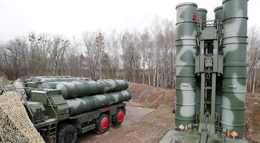 Washington diz que a aquisição do sistema de mísseis não é compatível com a rede de defesa da NATO