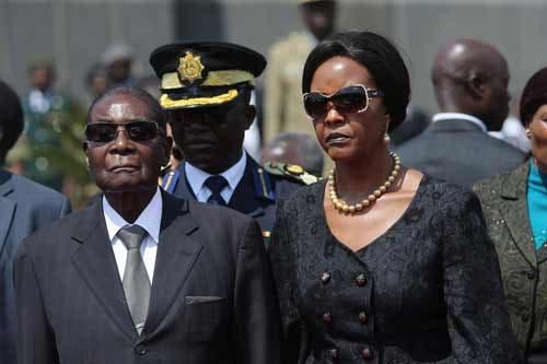 Robert Mugabe e a mulher, Grace, em agosto de 2017 Fonte: EPA