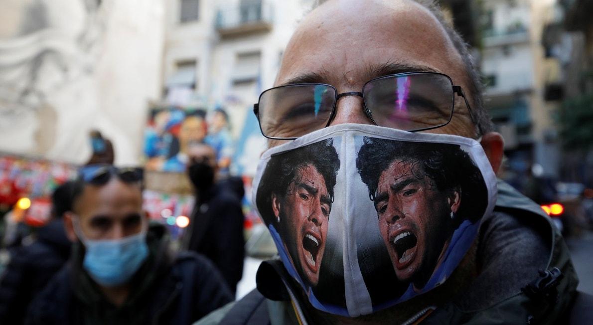 Manisfetações de adeptos de Maradona   Ciro De Luca - Reuters