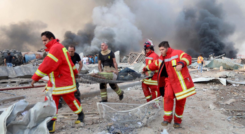De acordo com a Cruz Vermelha libanesa, pelo menos 100 pessoas morreram na sequência das explosões.   Mohamed Azakir - Reuters