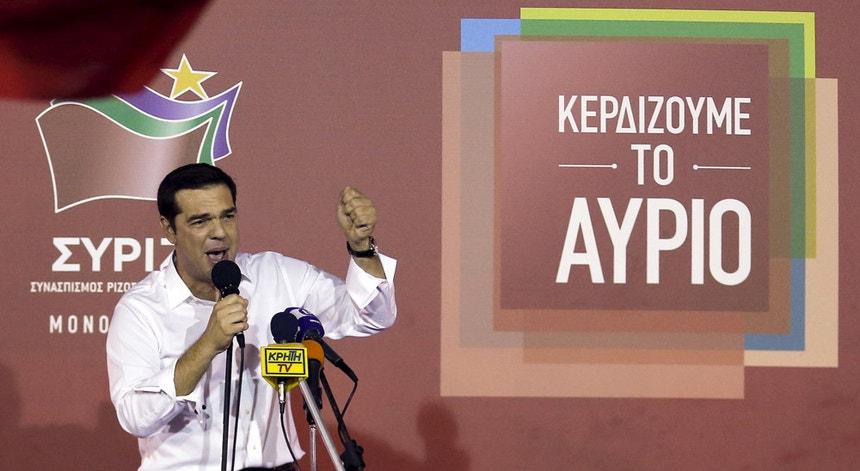 Alexis Tsipras conseguiu uma larga vitória este domingo nas eleições helénicas.