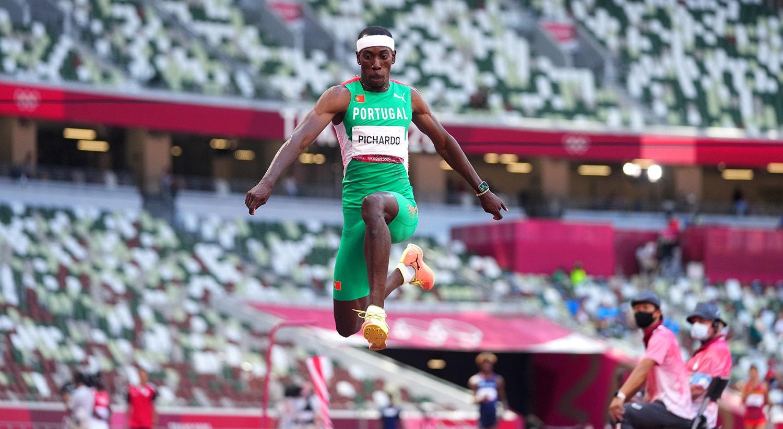 Pedro Pablo Pichardo no salto para o ouro.   Foto: Aleksandra Szmigiel - Reuters