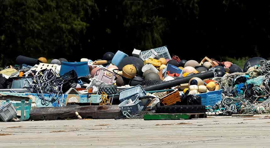 Aterros dos Estados Unidos entupidos com plástico reciclado