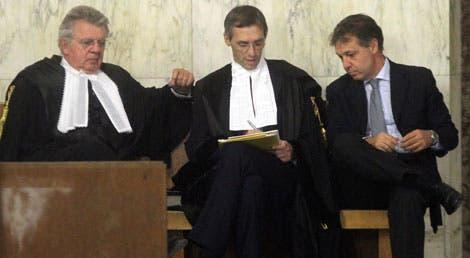 """Os advogados de Sílvio Berlusconi no tribunal de Milão durante a leitura da sentença do caso """"Mediaset"""""""
