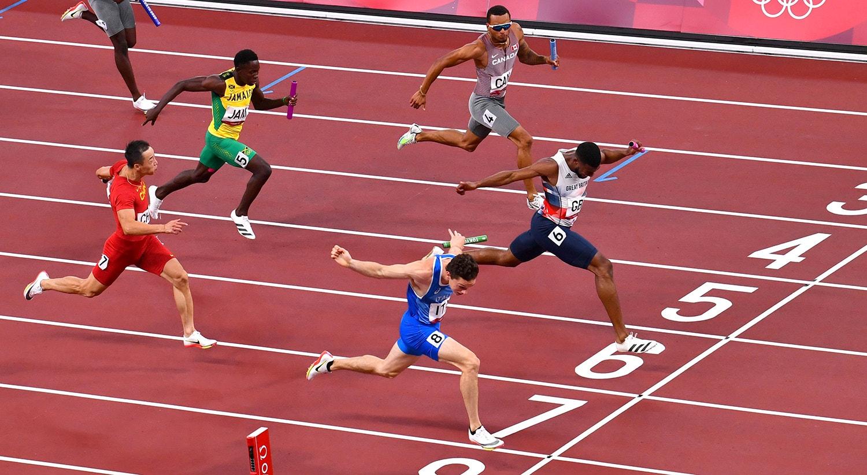 Final de Estafetas 4 x 100m masculinas. Filippo Tortu, Itália, cruza a linha para o ouro.   Foto: Clodagh Kilcoyne - Reuters