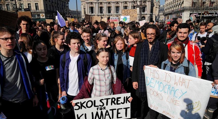A adolescente sueca Greta Thunberg deslocou-se a Paris para inspirar os jovens franceses