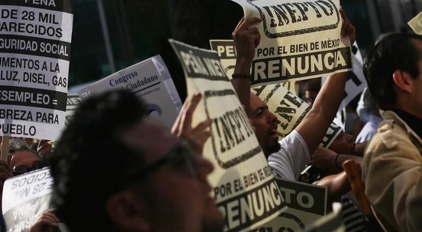 Milhares de mexicanos contestaram nas ruas o Presidente Enrique Peña Nieto após o seu encontro com Donald Trump e alegadas violações dos Direitos Humanos